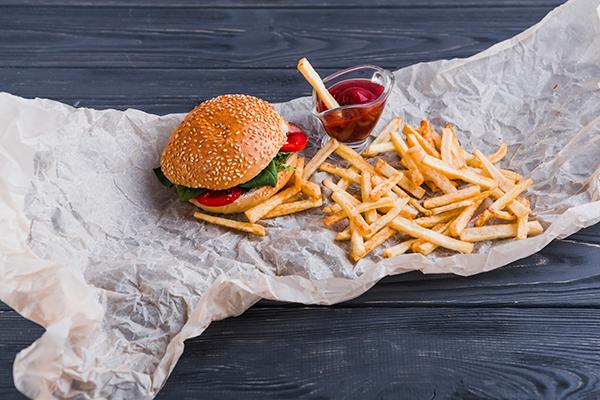 Saiba o que acontece quando você adota uma dieta com alimentos processados