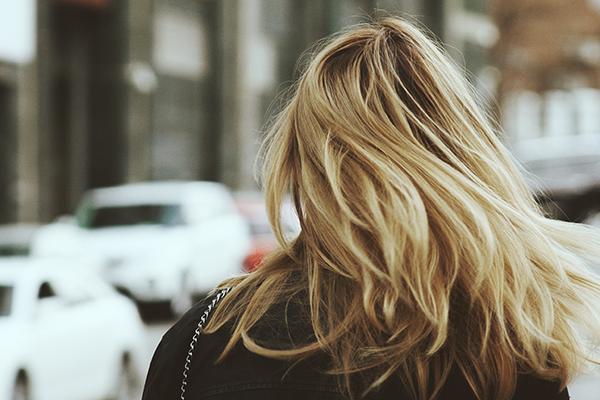 Por que tenho cabelos oleosos