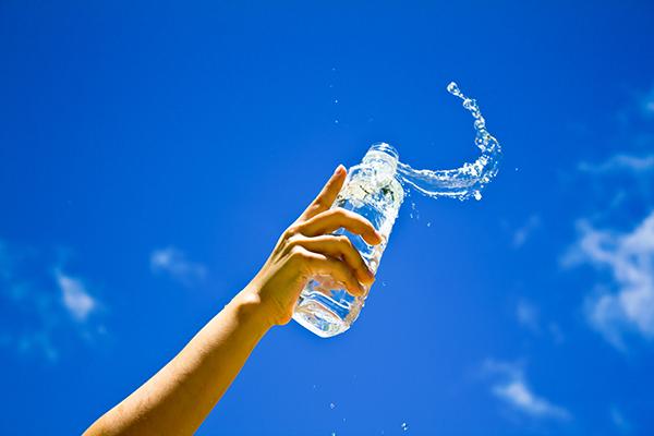Como medir se você está bebendo bastante água
